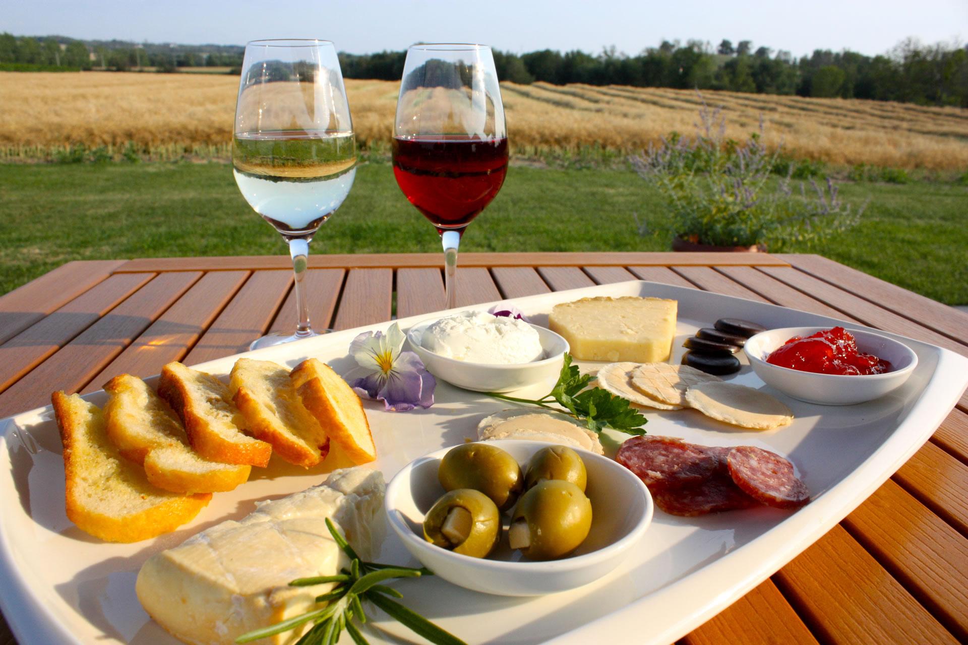 Georgian Hills Vineyard Wine & Cheese Platter